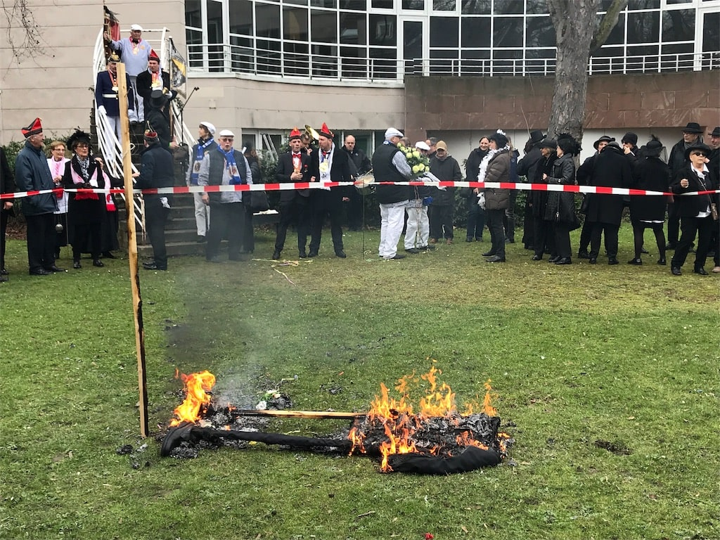 ホッペディッツのお葬式の様子