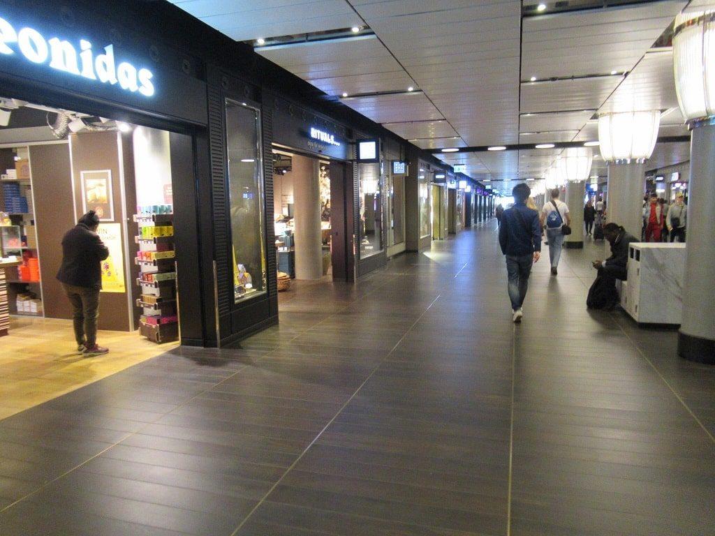 アムステルダム中央駅地下通路