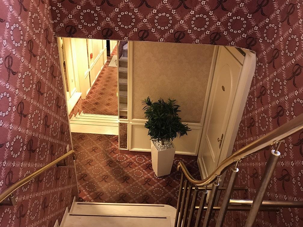 カフェ『ライヒャルト』の階段