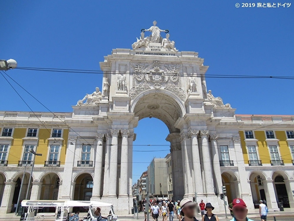 コメルシオ広場の門