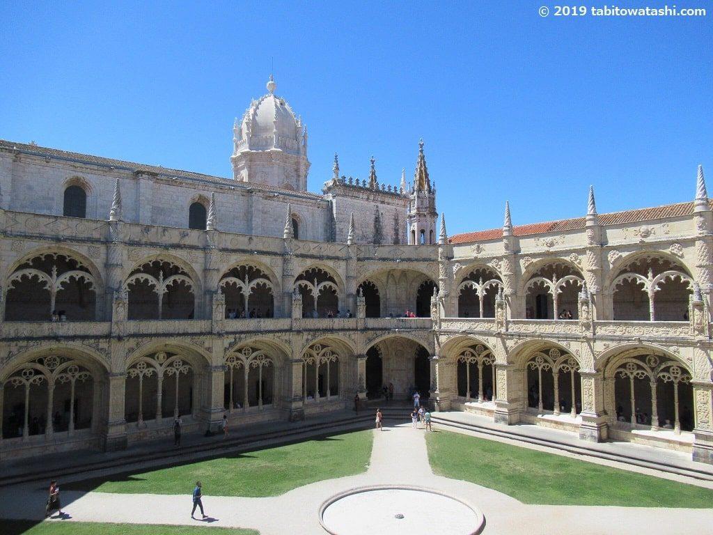 ジェロニモス修道院の回廊を2階から見下ろした眺め