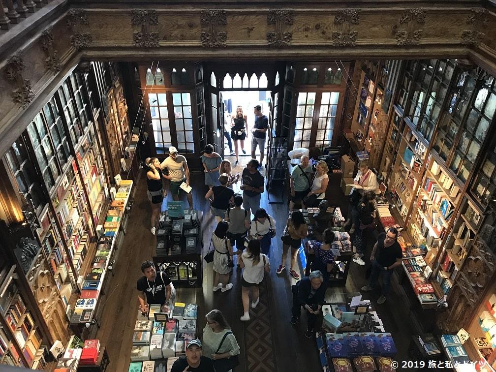 ポルトのレロ書店2階から見下ろした光景