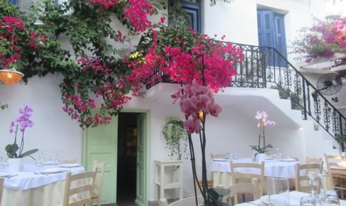「Avra restaurant garden」の内装