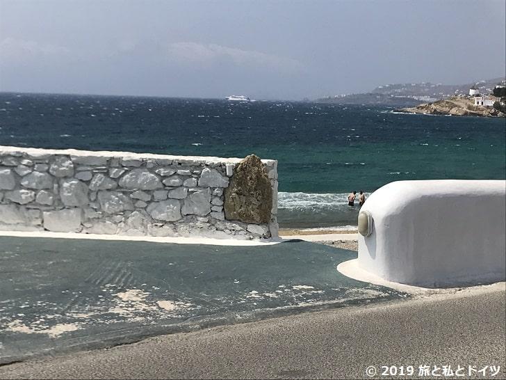 ホテルの目の前のビーチの入口
