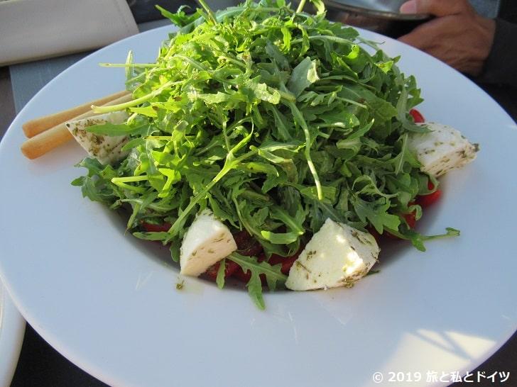 レストラン「Ochre Restaurant」でオーダーしたサラダ