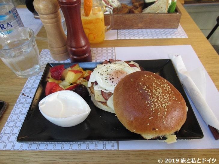 レストラン【Pantheon】でオーダーしたバーガー