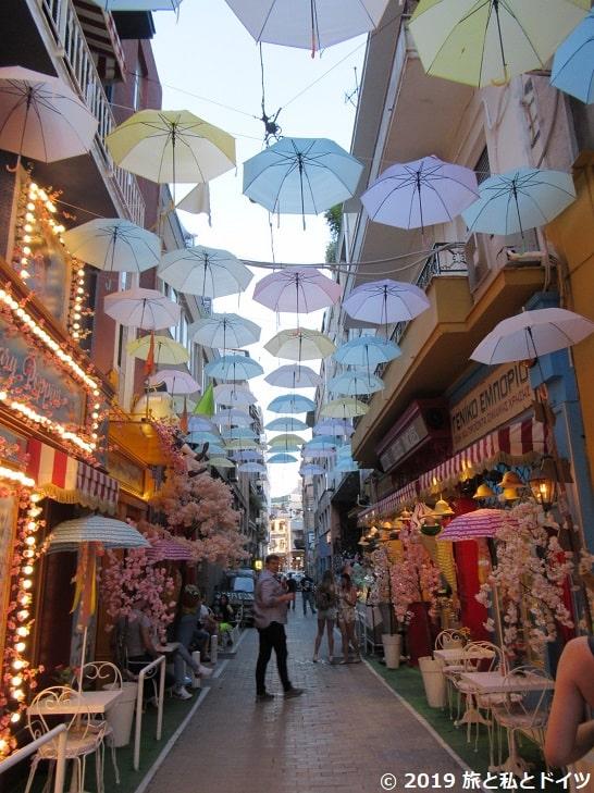 Pittaki通りの傘