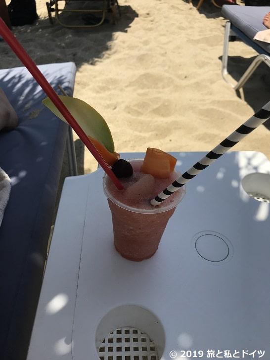 Psarouビーチで飲んだカクテル