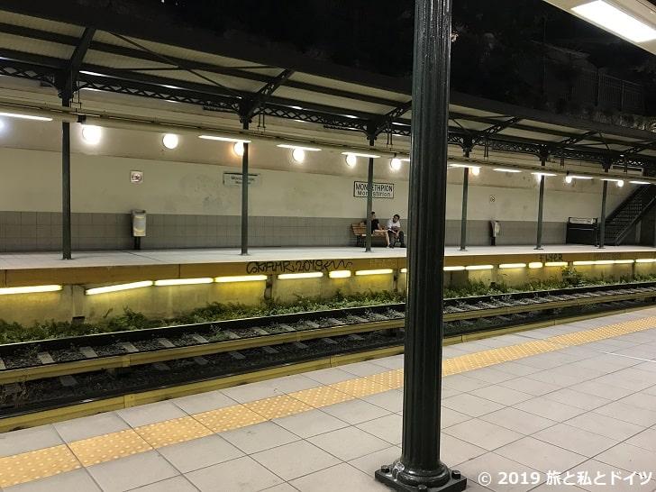 シンタグマ駅のホーム