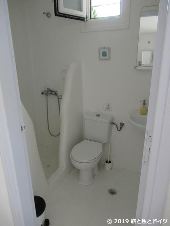 ホテル「Villa margarita」のバスルーム