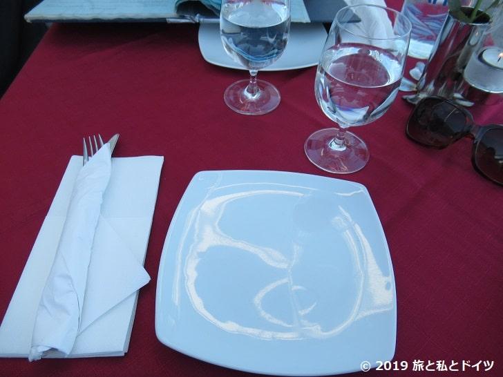 「1800 floga」のテーブルセッティング