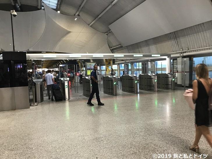 ローマ空港の改札