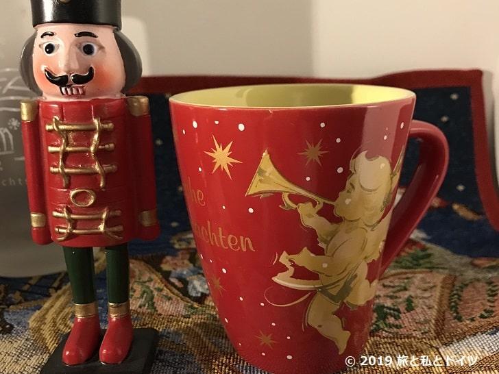 ハウプト通りのクリスマスマーケットのカップ