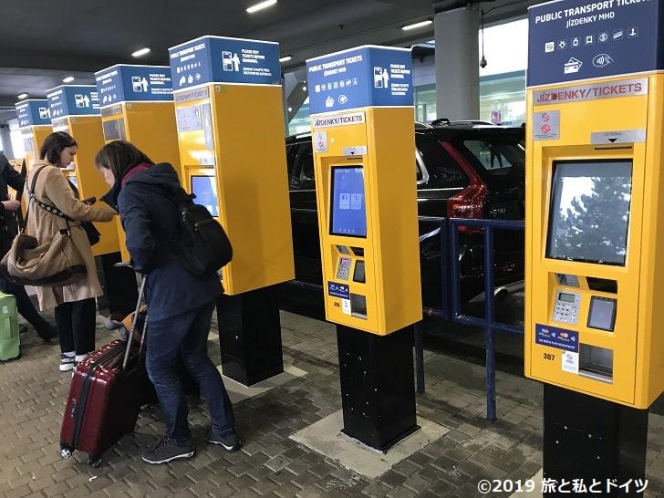 プラハ空港の券売機