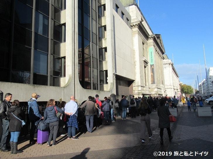 ロンドン自然史博物館の入場待ちの様子