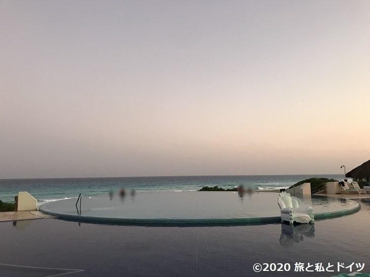 ライブアクアビーチリゾートカンクンのインフィニティプール