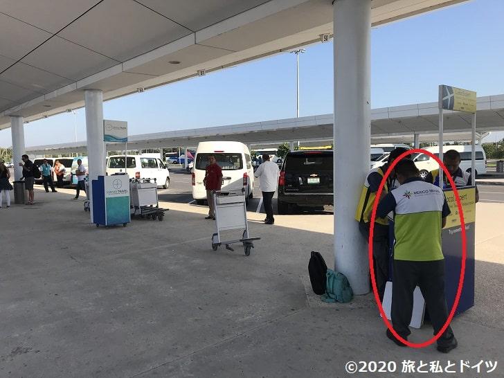 カンクンの空港のバス乗り場