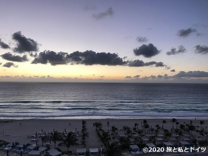 ライブアクアビーチリゾートカンクンから見る朝陽