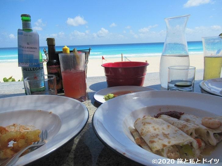 ライブアクアビーチリゾートカンクンの海沿いカフェ