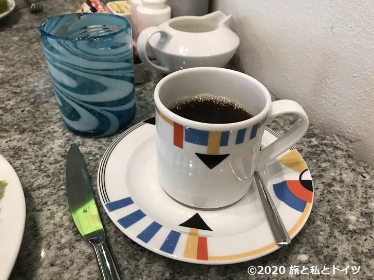 ライブアクアビーチリゾートカンクンの朝食のコーヒーカップ