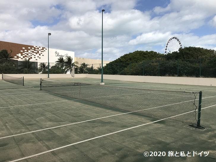 ライブアクアビーチリゾートカンクンのテニスコート
