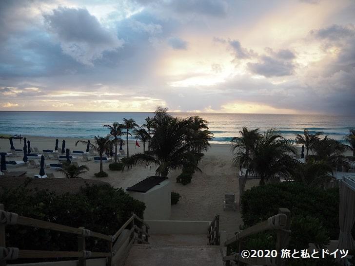 ライブアクアビーチリゾートカンクンの朝のビーチ