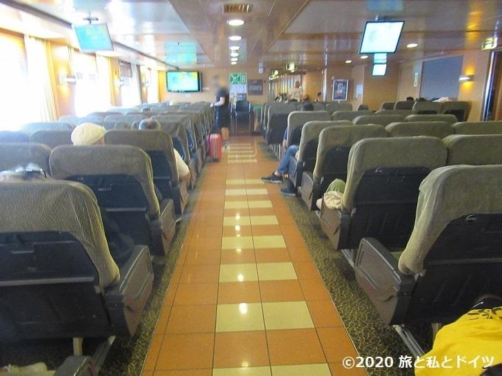 Blue star ferriesの船内