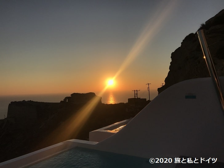 ホテル「Maregio Suites」のテラスから見る夕日
