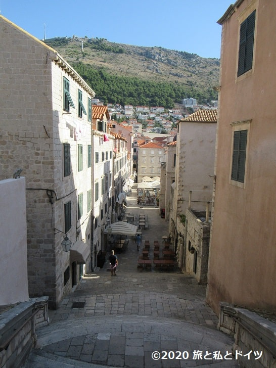 ドブロブニク旧市街の大階段上部からの眺め