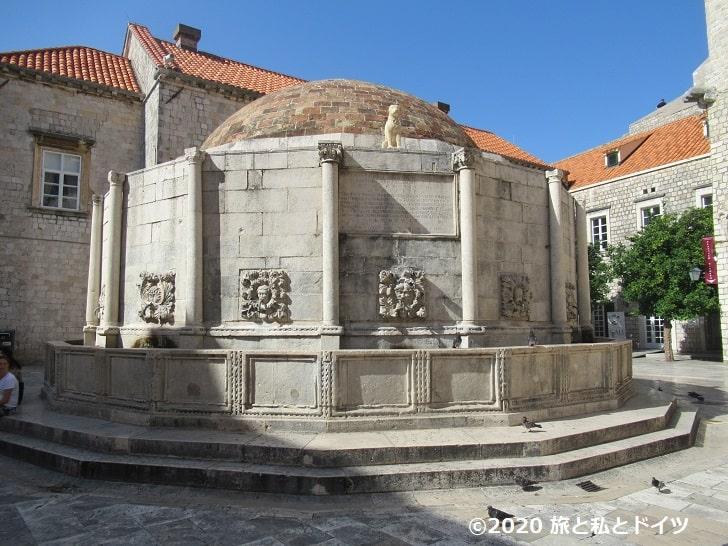 ドーム型の泉