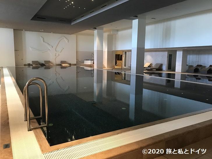 「ホテルエクセルシオール」のプール