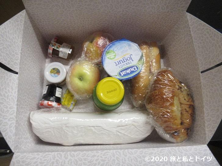 「ホテルエクセルシオール」の朝食ボックス
